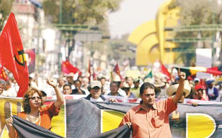 20061201011804-marcha-en-oaxaca.jpg