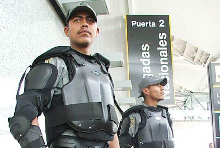 20061201143409-policia-oaxaca.jpg